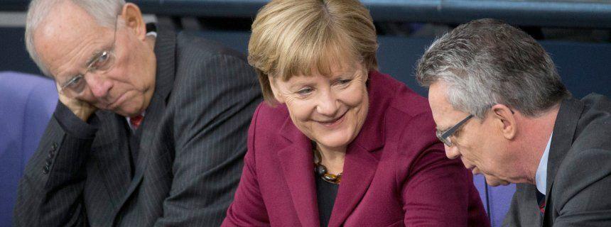 Flüchtlingskrise: Merkels gefährliche Freunde  Von Sebastian Fischer und Philipp Wittrock  Minister Schäuble, de Maizière, Kanzlerin Merkel: Freund, Feind, Parteifreund