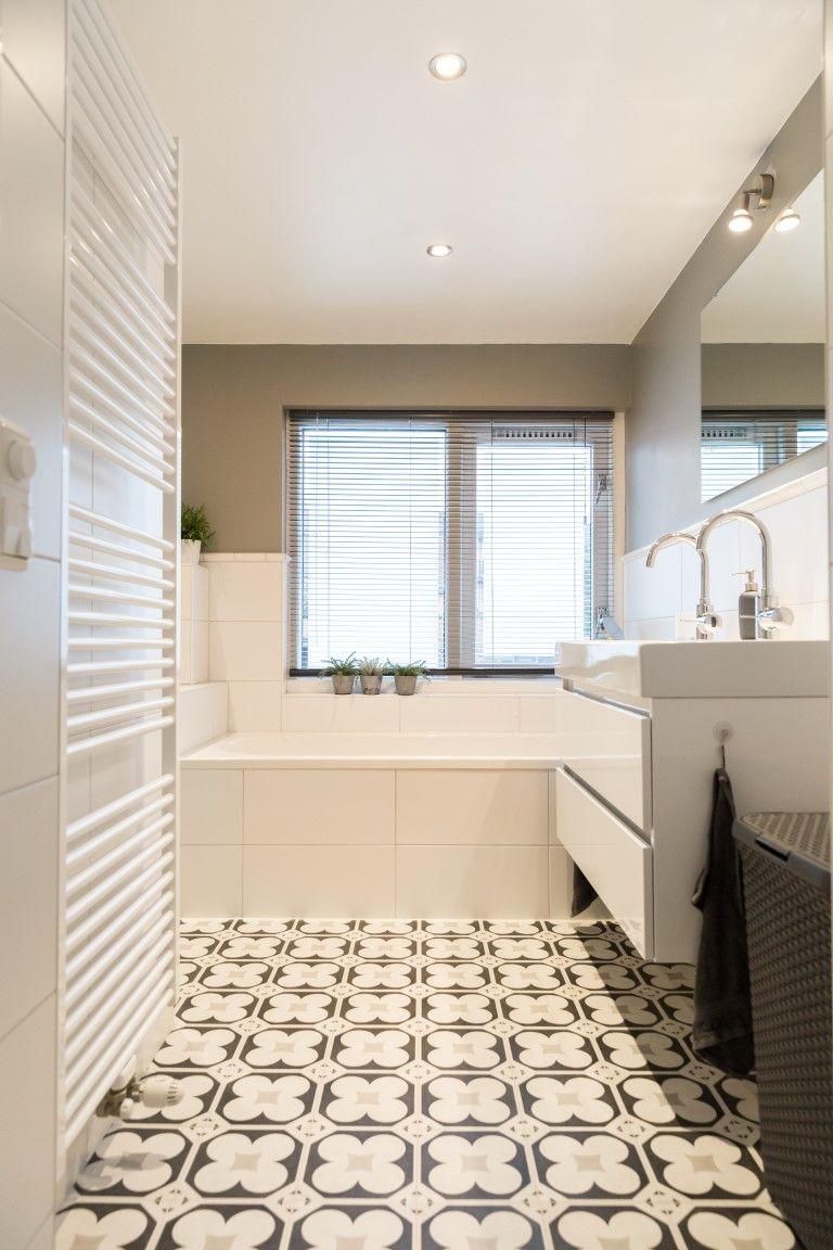 mooie lichte badkamer met portugese patroontegels badkamer wit