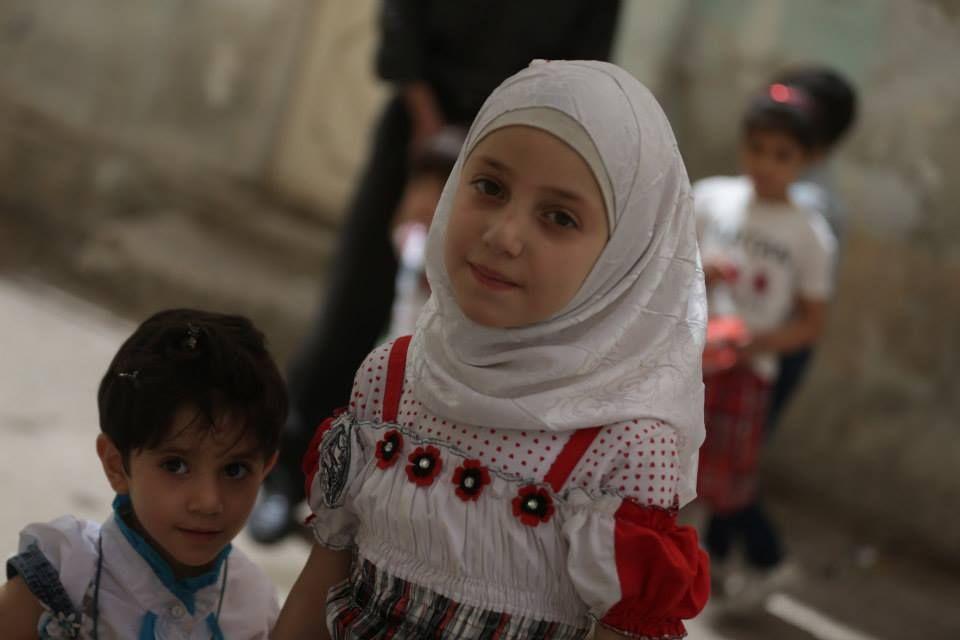 ابتسامة هادئة في ظل واقع مرير Fashion Hijab