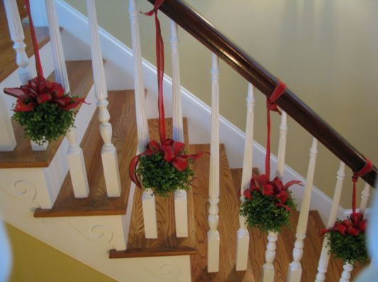Topiaries on the stairs (With images) | Christmas ...