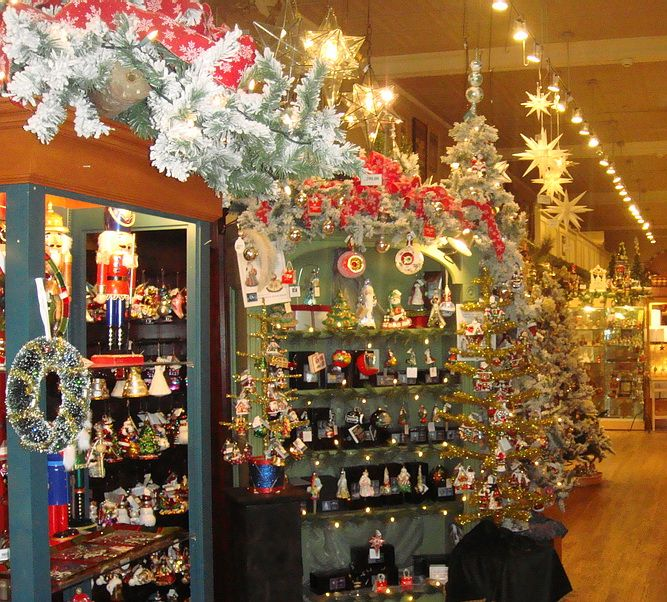Christmas decorations in the Morovian corner of the Bethlehem, Pa Christmas  Shop. - Christmas Decorations In The Morovian Corner Of The Bethlehem, Pa