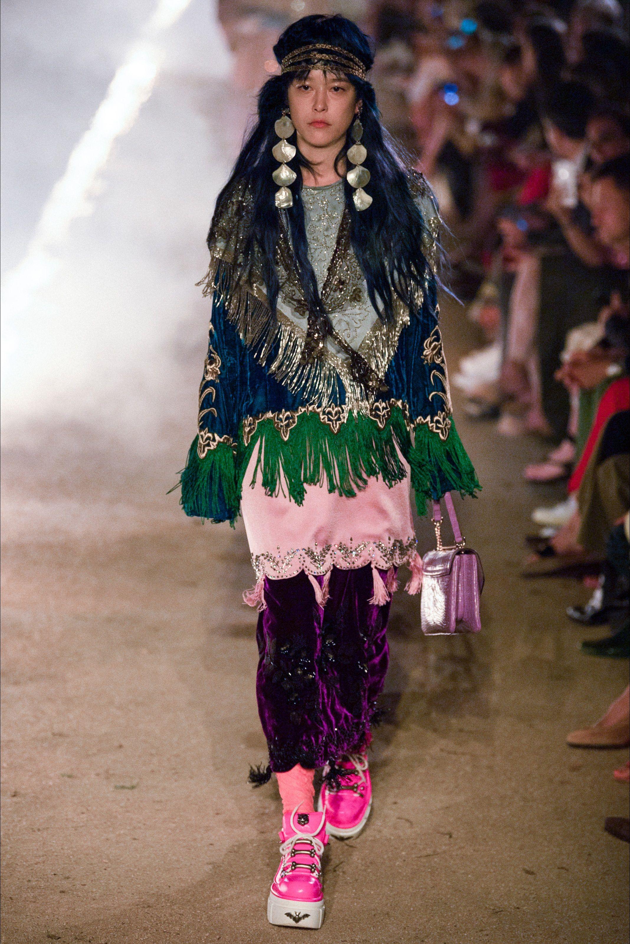 342f182914 Sfilata Gucci Arles - Pre-collezioni Primavera Estate 2019 - Vogue ...