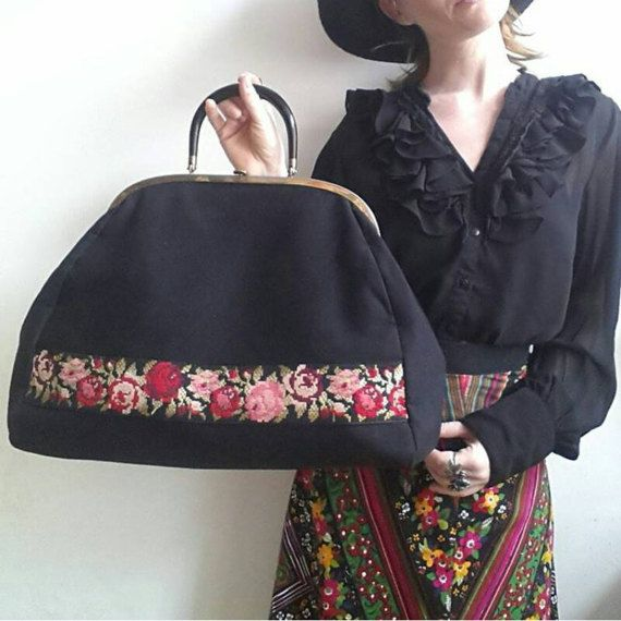 Guarda questo articolo nel mio negozio Etsy https://www.etsy.com/it/listing/510583787/frida-travel-bag-vintage-60s-embroidered
