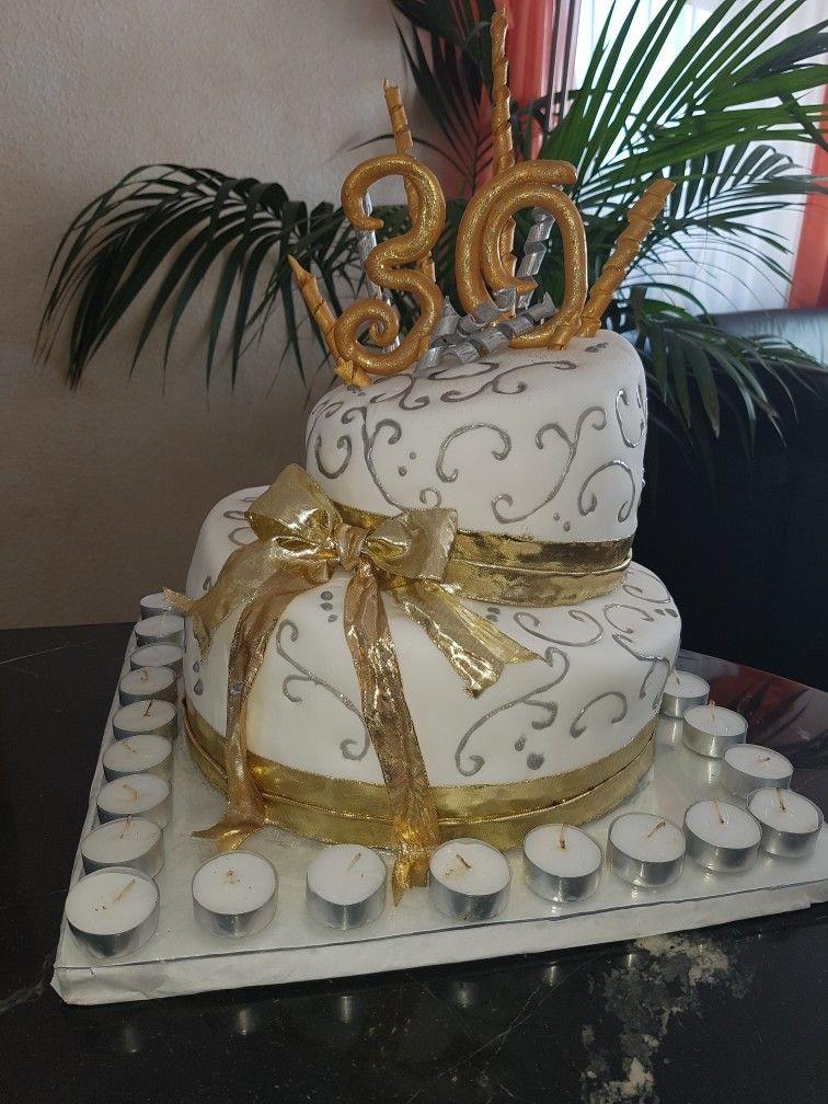 2 Stockige Torte Zum 30 Geburtstag Gold Torten 2 Stockige Torte Geburtstag