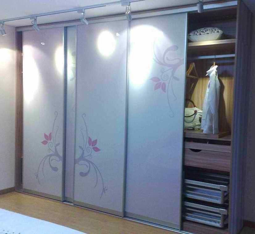 Sliding Closet Doors Different Colourdesign On The Panels