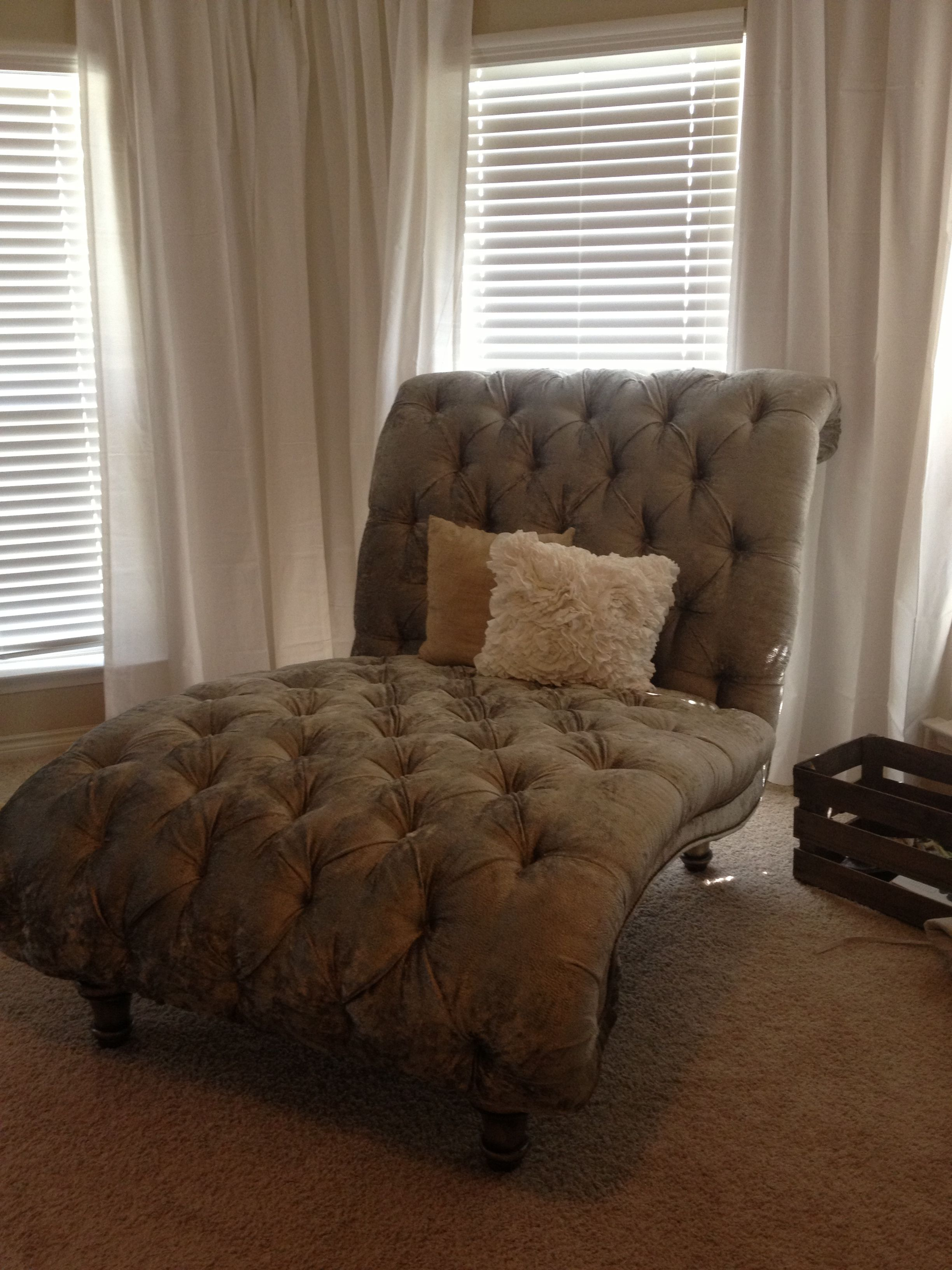 Tufted double chaise lounge chair in our master bedroom for Chaise longue double exterieur