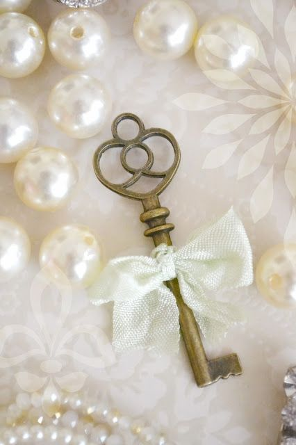 Lace, pearls & key