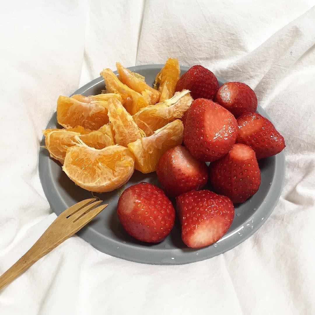 비타민 충전  저는 딸기가 제일 좋아요  에이너분들이 좋아하는 과일은 뭘까요?  by ain_hawaii