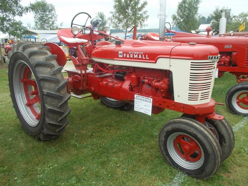 Farmall Tractor Painting : Edgar wi steam show farmall h with non factory paint