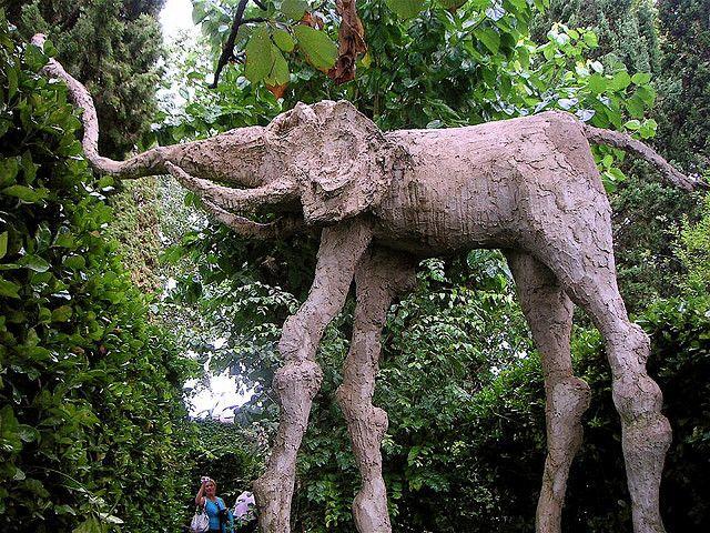 Dali 39 s elephant gala dal castle house museum p bol for Elephant barcellona