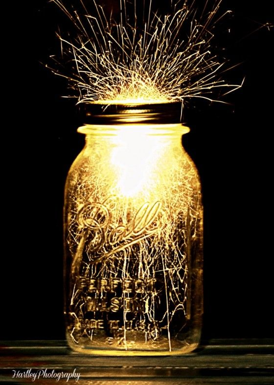 Festive sparklers in a mason jar . . .  If you can't have fireworks on the beach, then this is the next best thing! - MU