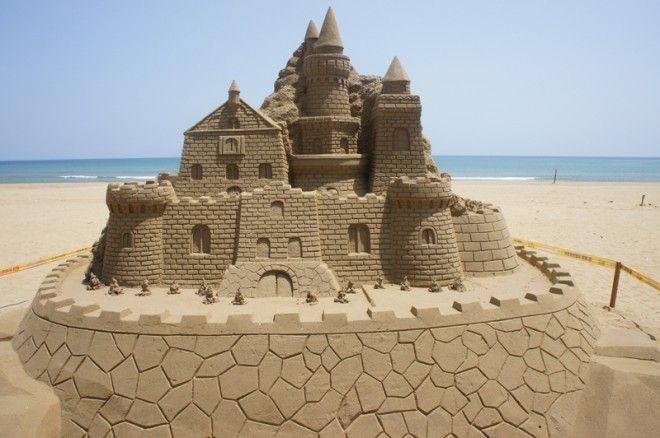 25 Summer Sandcastles | Sand art, Sand sculptures, Castle