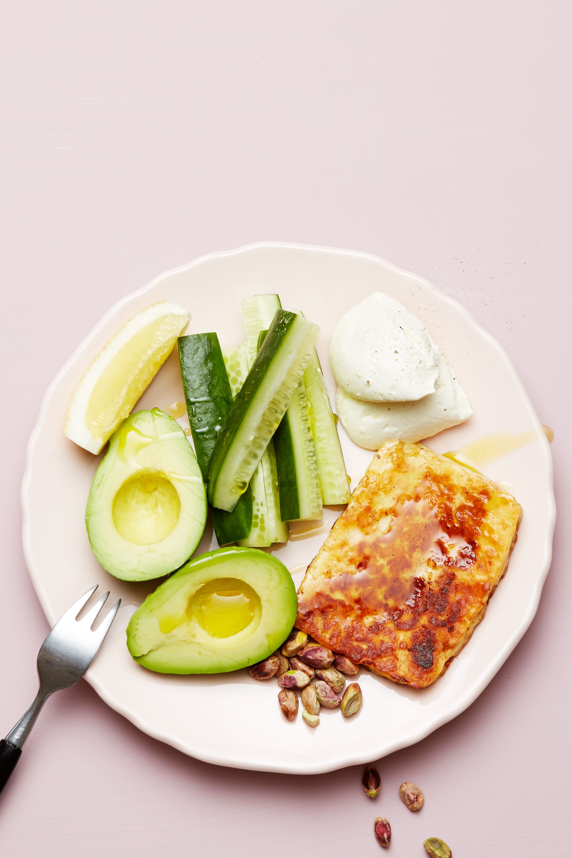 Keto Halloumi Cheese And Avocado Plate Recipe Diet Doctor Recipe Diet Recipes Ketogenic Diet Meal Plan Diet Meal Plans
