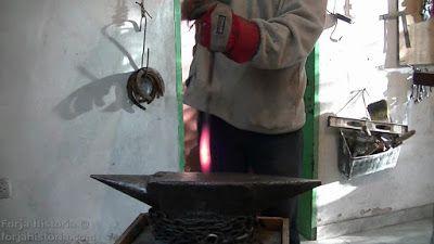 Forja e Historia. Aceros M. Lanzi: Cómo forjar pinzas de herrería. (2do modelo)