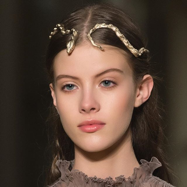Haute Couture snake headpieces by Harumi Klossowska crowned the