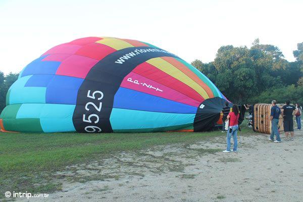 VEJA O VIDEO do Vôo de Balão no RIO!  O Balão ta subindo.....
