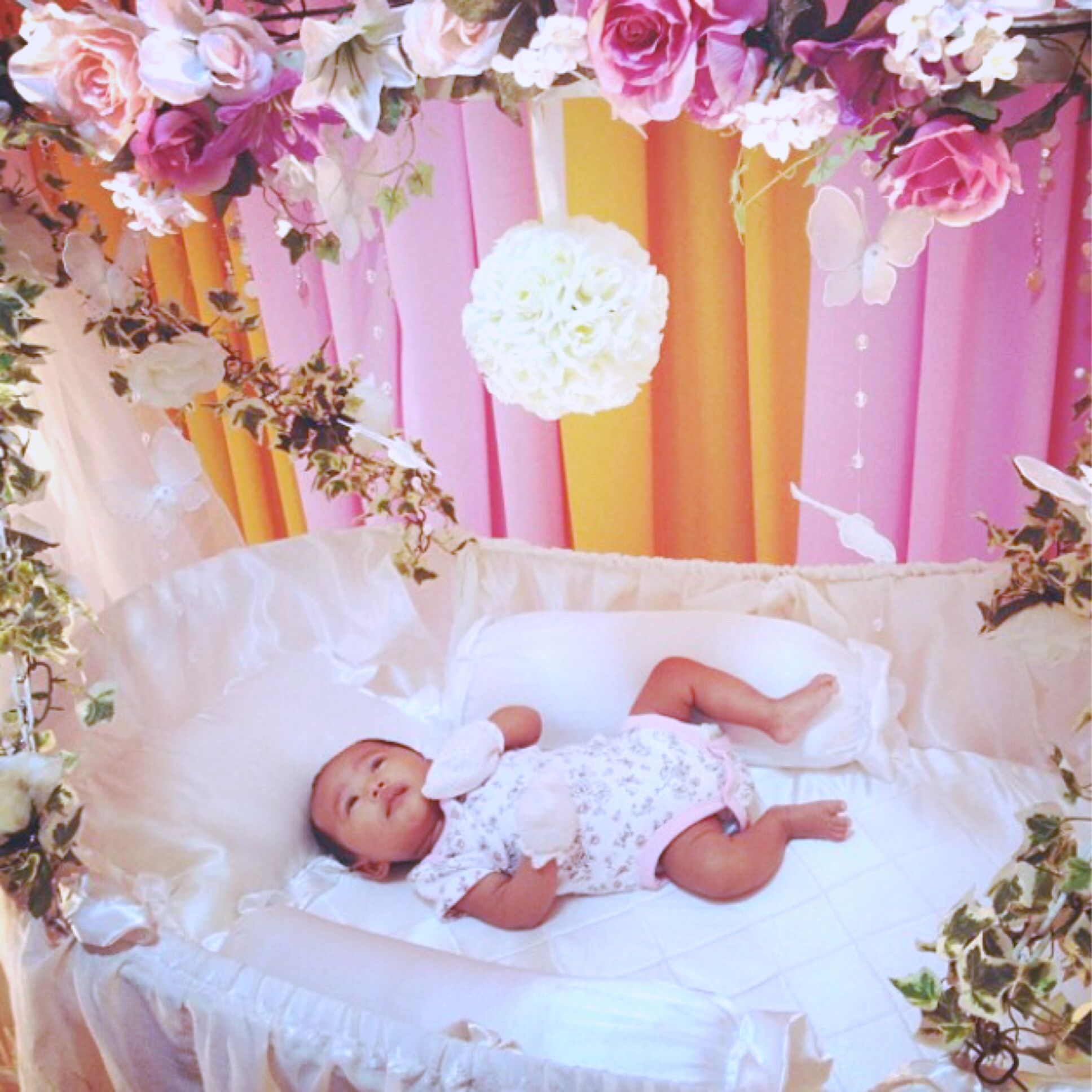 My dream cradle in pink nur sofia 39 s baby shower after 40 for Baby namkaran decoration