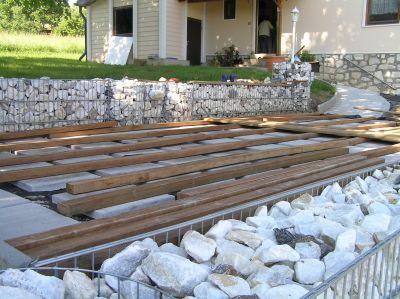 holzterrasse unterkontruktion garten pinterest gabionen selber bauen pool selber bauen. Black Bedroom Furniture Sets. Home Design Ideas