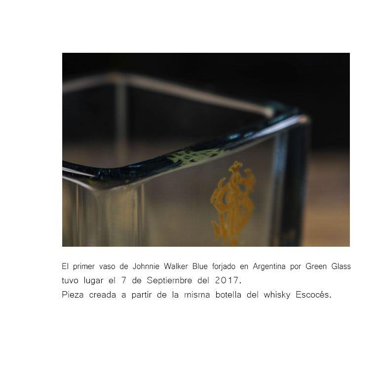 Vaso premium de Johnnie Walker creado por el artista Lanchi #johnniewalker #glassart #greenglass #arte #sustentabilidad #reciclar #reciclado #whisky