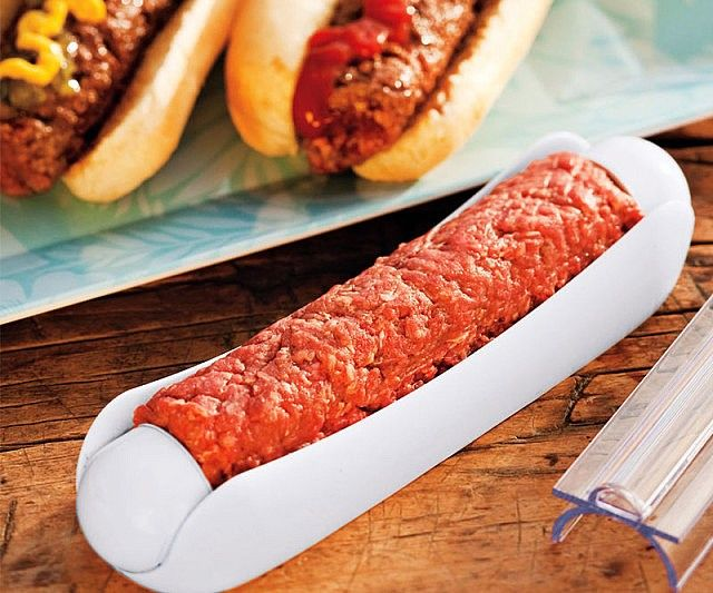 Blow people's minds away at the next Sunday barbeque when you hand them hamburger meat in a hot dog bun - the ham dogger is a brilliant meat mold that allows you to take beef and contour it into a traditional hot dog shape, giving a fun twist on burgers and hot dogs.
