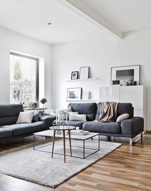 Das Wohnzimmer von Anika Pries ist minimalistisch, simpel - wohnzimmer couch gemutlich