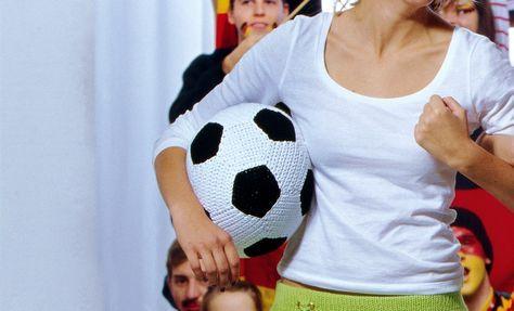 Gehäkelter Fußball (ca. 77cm Umfang) Häkeln anleitung