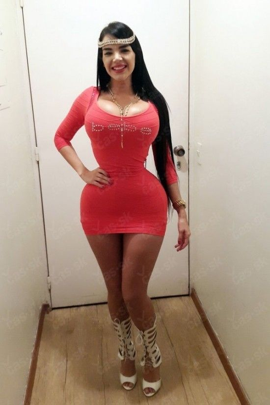 6399db9450883 Venezuelan Model Wears Corset 23 Hours a Day for Extreme Hourglass Figure
