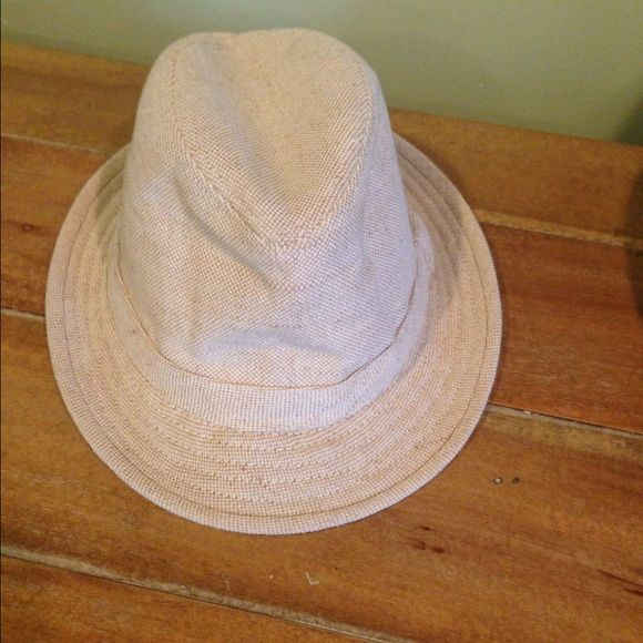 63a8a85e4cec2 Banana Republic Fedora Worn once or twice Banana Republic Accessories Hats