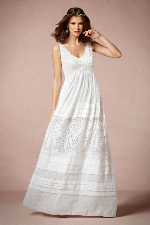 Vestido de novia en color blanco con tirantes gruesos, escote en V y ...