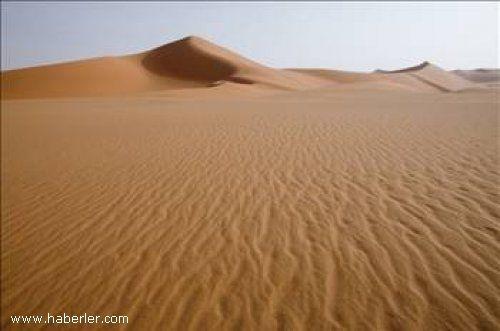Sıcak ve kurak Afrika'da 18.02.1979 tarihinde Büyük Sahra çölüne kar yağdı.