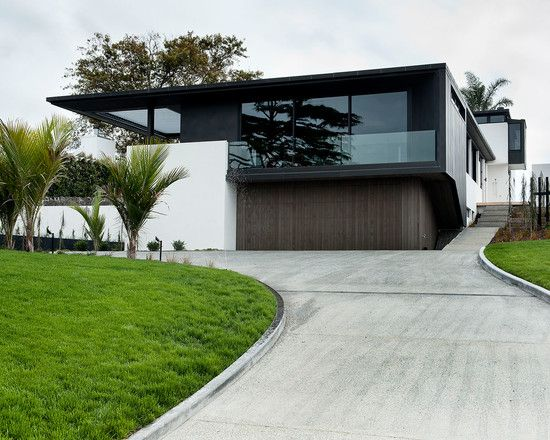 Chic Contemporary House Design with Large Yard Modern Landscape