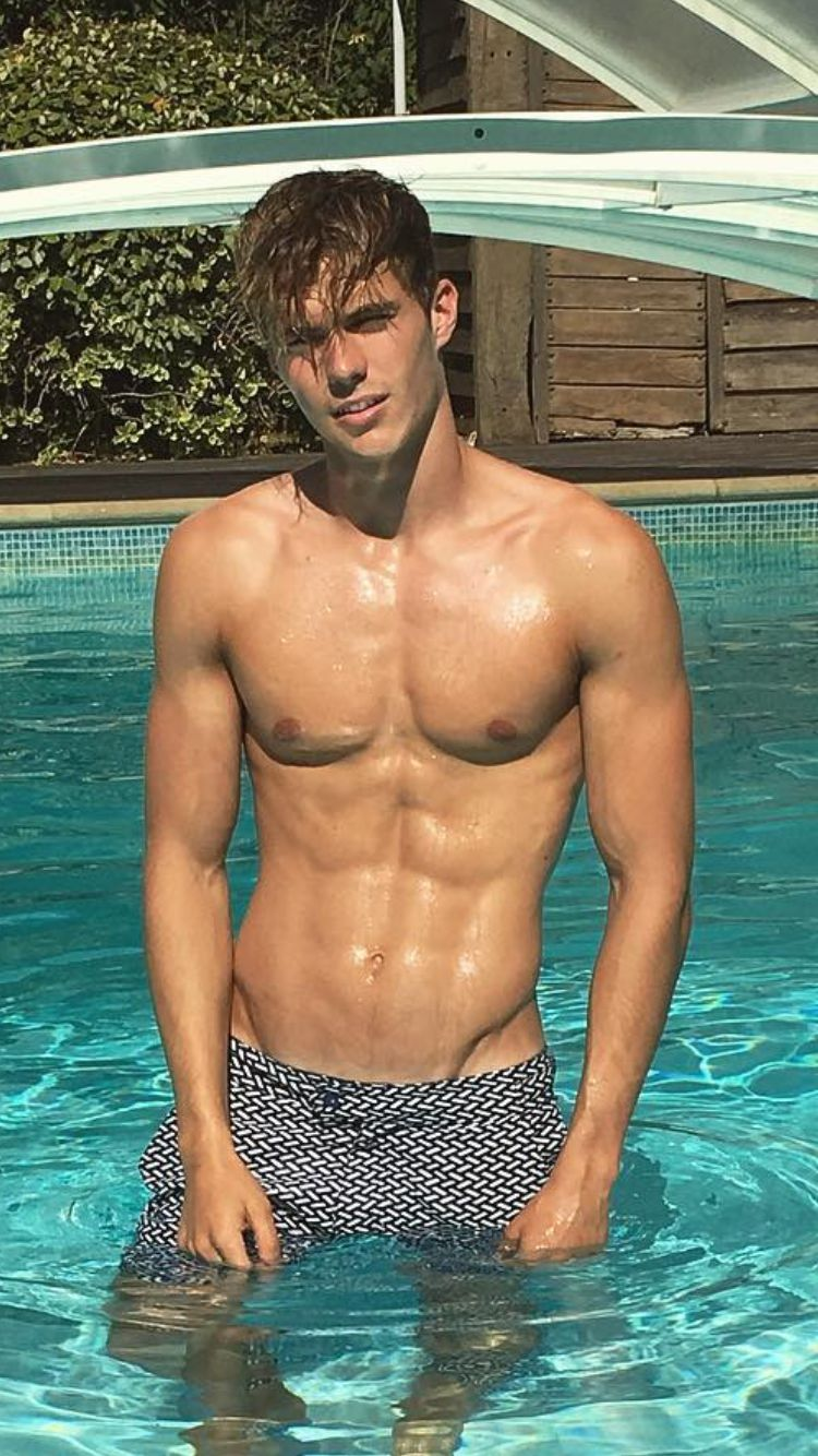 Pin auf sexy guys in swimsuit or sportswear