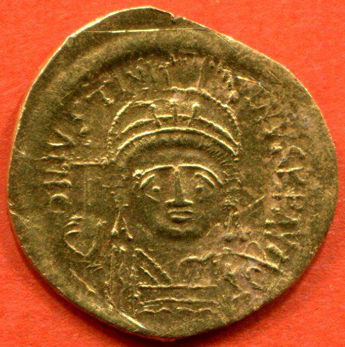 Justinien 1° 527-565 neveu de Justin 1°, solidus en or Constantinople- B/Son buste.- IVOIRE BARBERINI. 3.3 COPIE ATHENIENNE, 3: L'existence de cette copie en modèle réduit confirme la popularité sous Justinien de ce type d'images de propagande, autrement dit aussi le zèle de l'empereur à faire fabriquer et diffuser ces images, sur des types de supports très variés, depuis la statuaire monumentale en ronde-bosse jusqu'aux miniatures sur les bronzes en passant par les feuillets d'ivoire.