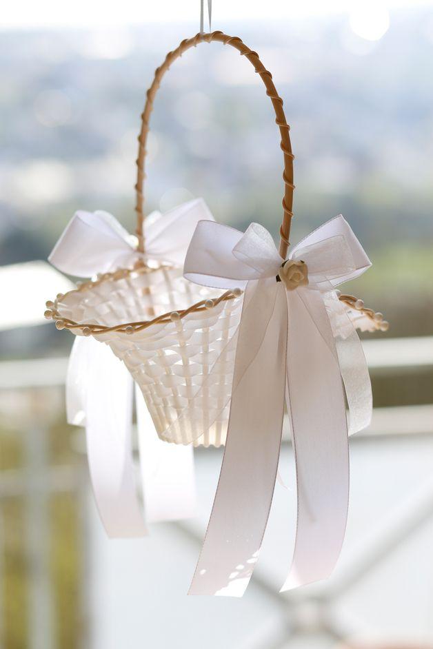 Hochzeit Streukorbchen Weiss Korb Mit Blumen Hochzeit Hochzeitsblumen
