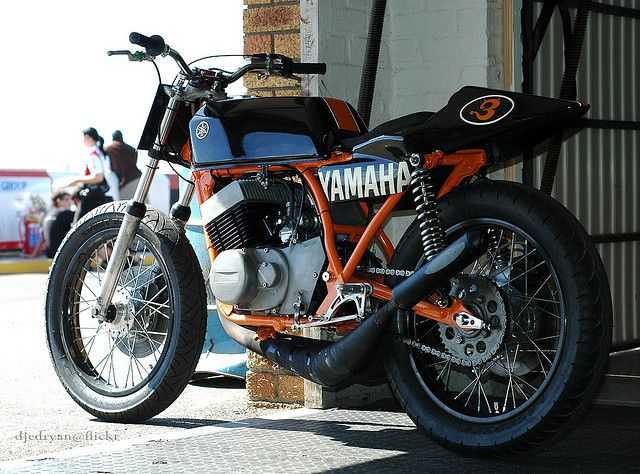 Great looking Yamaha RD400! These have really been peaking