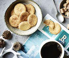 Kaffepause! Søde, sprøde jødekager og en kop friskbrygget kaffe.. #karenvolf #jødekager #jul #kaffepause