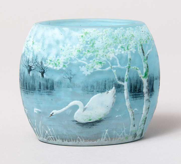 Daum pillow vase with Swan>/i> decoration