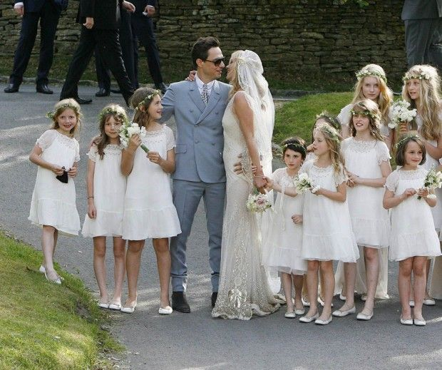 La robe bonpoint du mariage de kate moss flower girl for Robe de mariage de kate moss tomber
