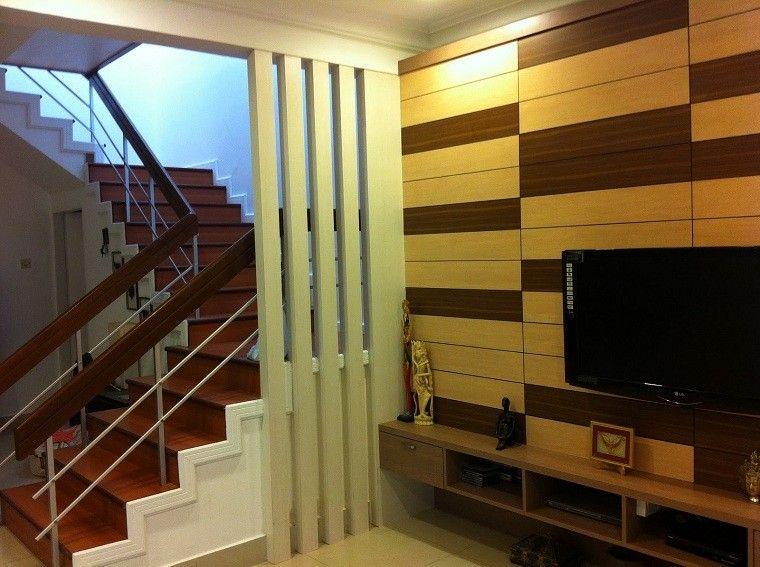 Madera salon bicolor escaleras decoracion decoraci n - Decoracion paredes escaleras ...