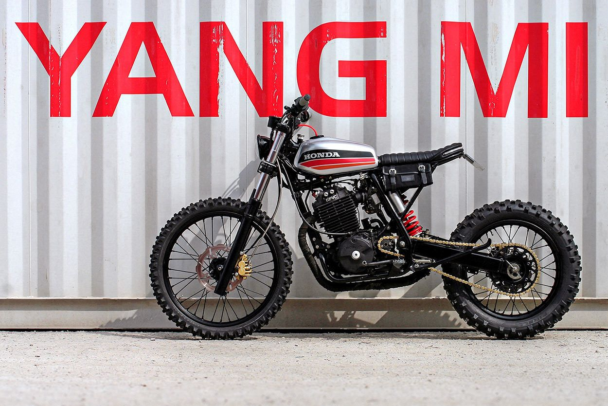 Garage build tweaking the honda xr600r french style for Garage moto 91