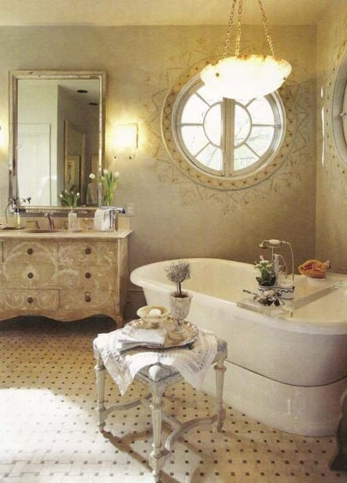 Such a gorgeous and elegant bathroom ...