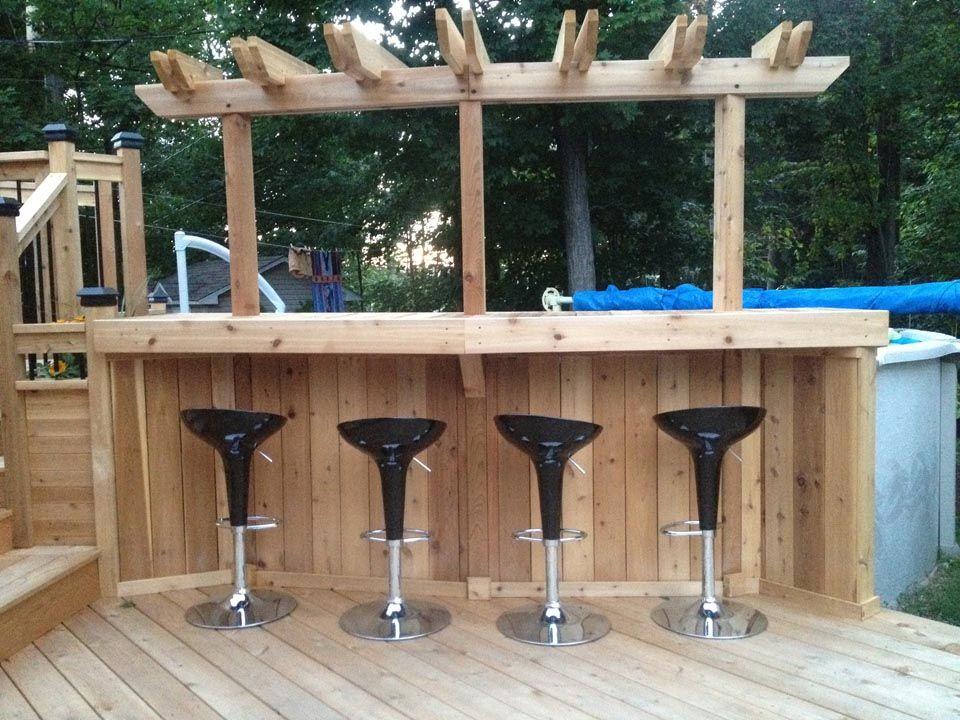 Bar de piscine hors terre en bois cot jardin for Balayeuse de piscine hors terre