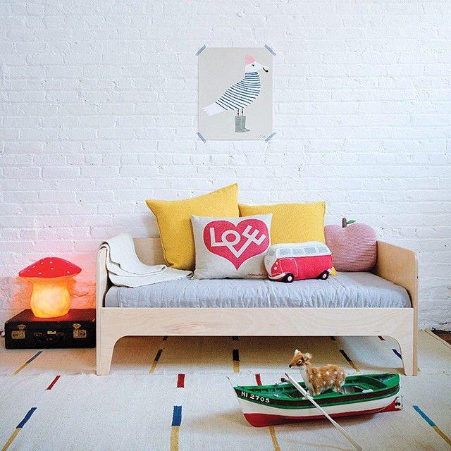 Oeuf Perch Toddler Bed via @100layercakelet #oeuf #oeufnyc #oeuffurniture #toddlerbed #kidsofa #kidsroominspiration #moderndesign #homedecor