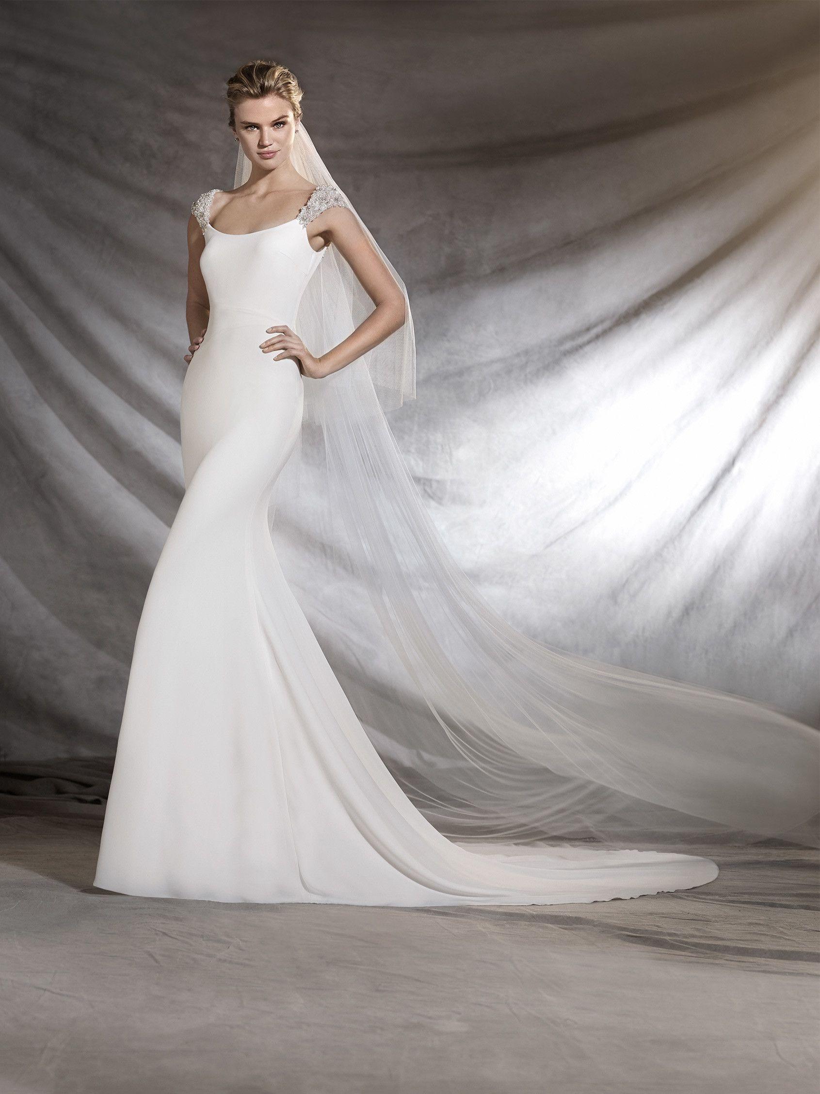 OLIMPIA - Brautkleid mit Rundhalsausschnitt   Bridal   Pinterest ...