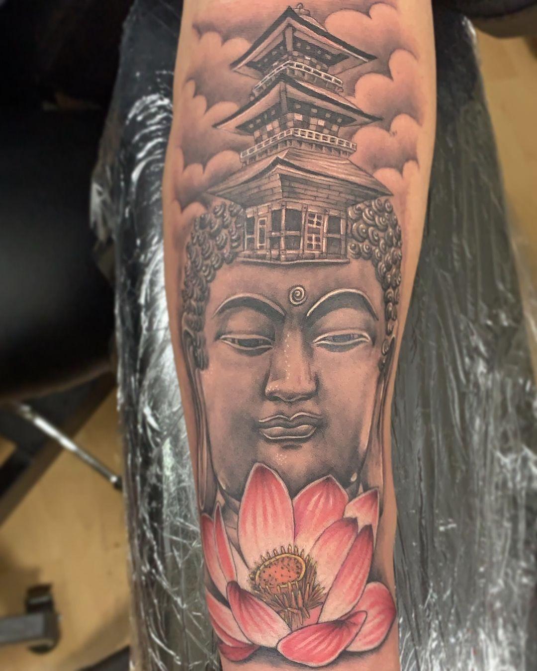 Lotus Buddha In 2020 Tattoos Geometric Mandala Tattoo Gas Mask Tattoo