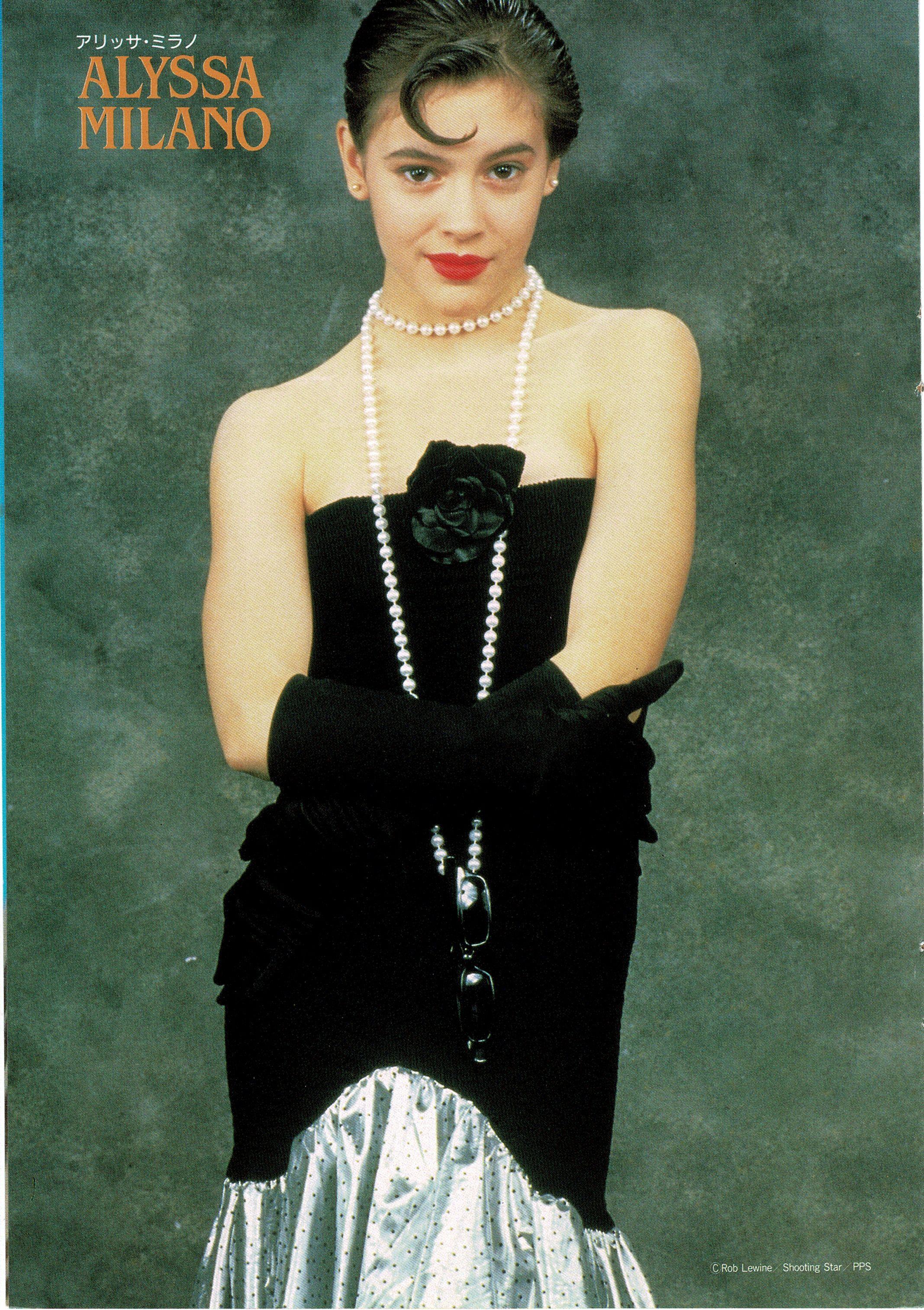 Alyssa Milano Poison Ivy 2 alyssa looking gorgeous in a black & silver evening gown