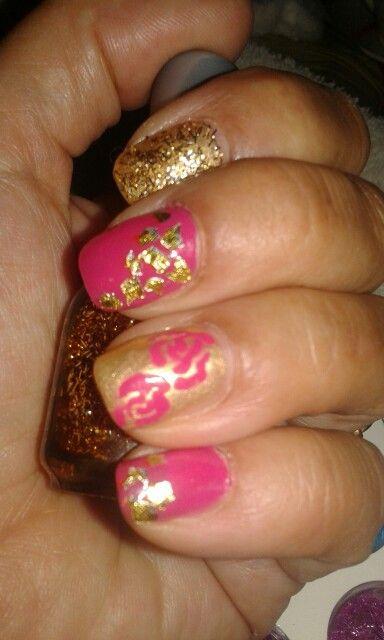 Fucsia y oro siempre impactante. Francamente mdq uñas esculpidas y nail art. Mar del plata