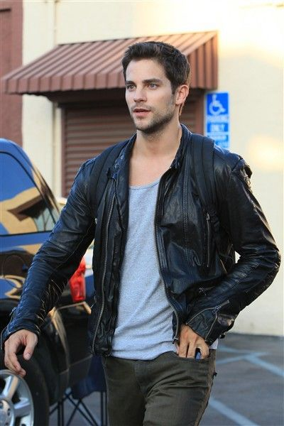 'Pretty Little Liars' star Brant Daugherty robbed at gunpoint