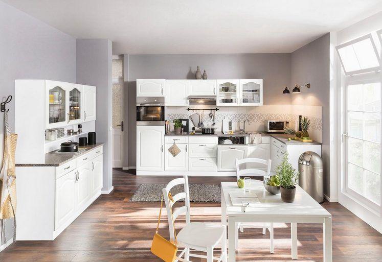 weiße Küche im Landhausstil Romantisch und verspielt Mit großen