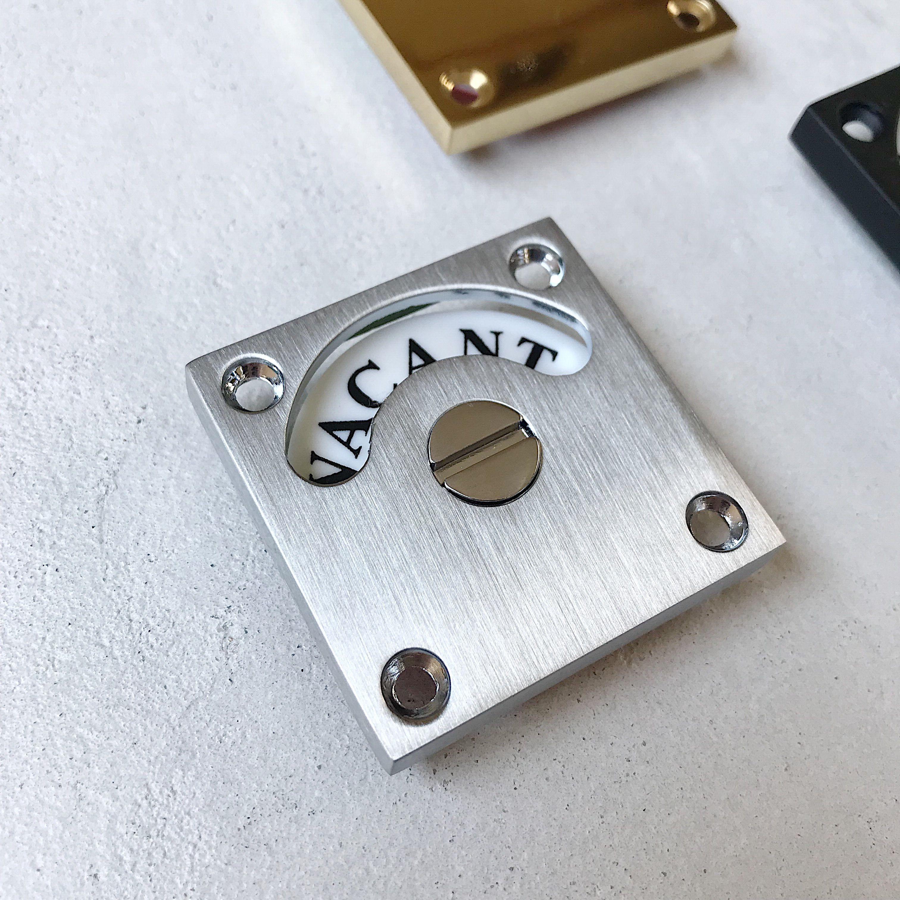 イギリス製のスクエア表示錠 無駄のないスッキリとしたデザインと